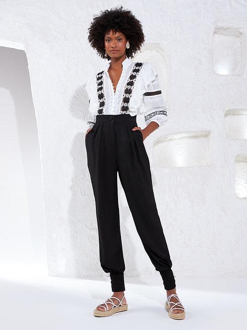 Camisa tecido bordado detalhes renda off white Skazi