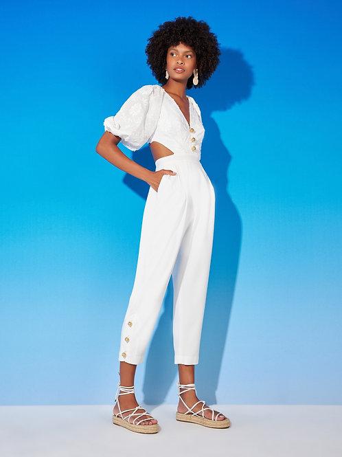 Macacão detalhe recortes cintura tecido bordado off white Skazi