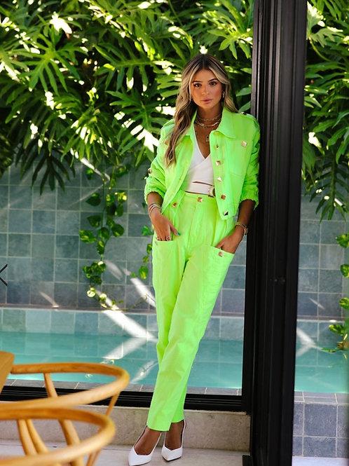 Conjunto jaqueta e calça verde neon Skazi Sclub Thassia Naves