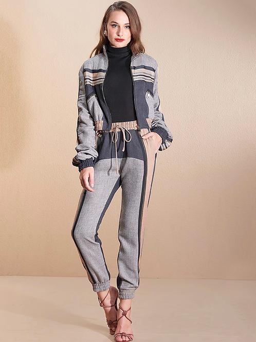 Conjunto jaqueta e calça recortes cinza e caramelo Skazi