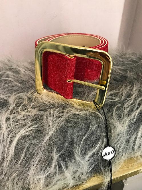 Cinto Skazi em linho vermelho e fivela dourada