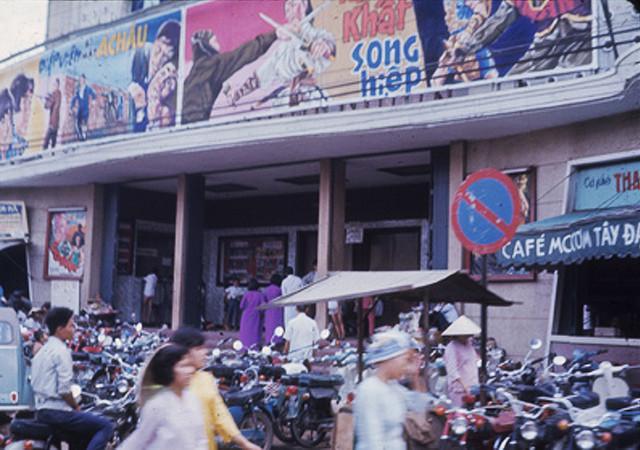 vietnamese city street.jpg