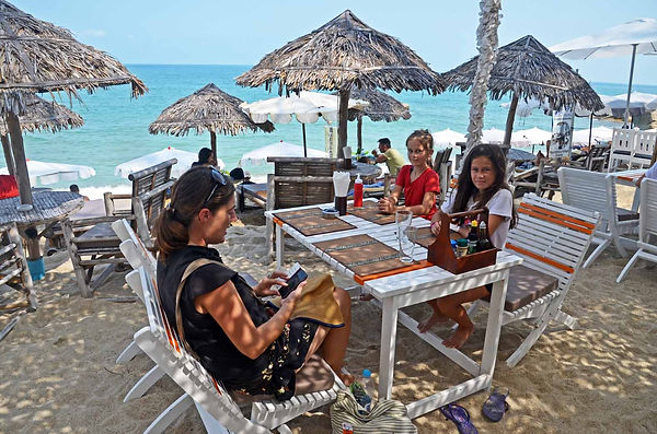 Famil tavel: at a restaurant on Koh Samui, Thailand