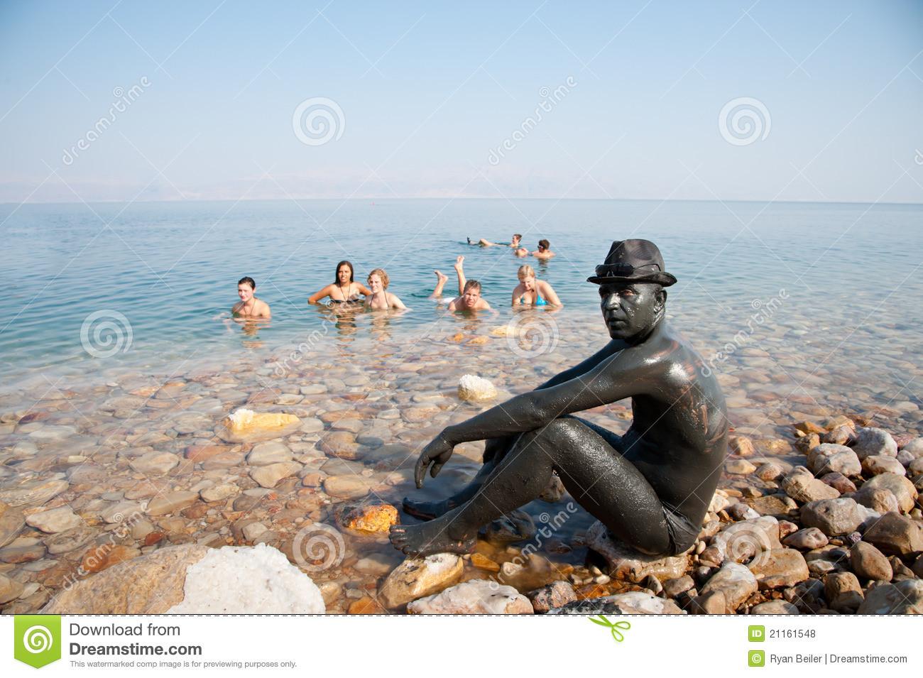 SY dead-sea-mud-lovers-21161548.jpg