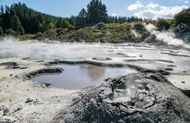 SY Mud - new-zealand-mud-bath-at-hells-g