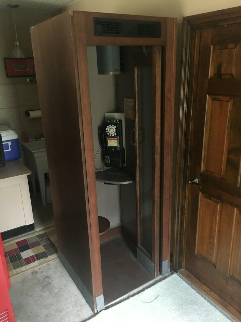 vintage phonebooth.jpg
