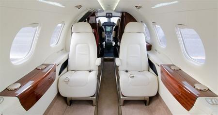Embraer_Phenom_300_2-1.jpg