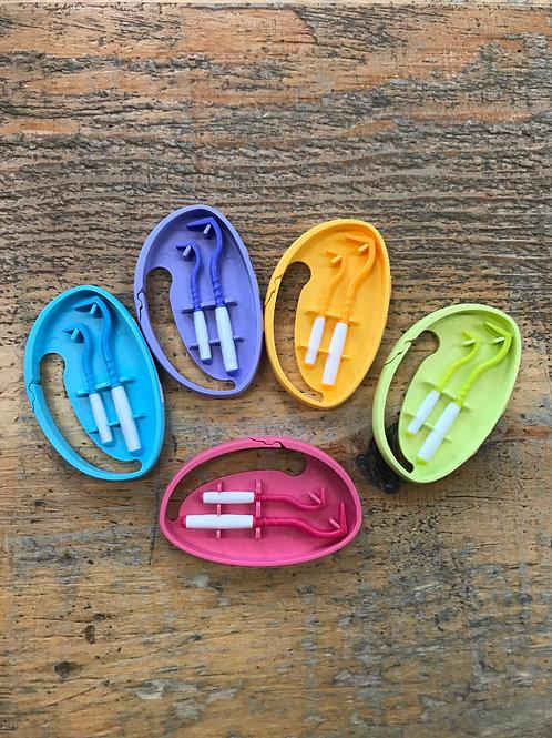 O'TOM - Crochet à tiques ''tick twister'' - choix de 5 couleurs