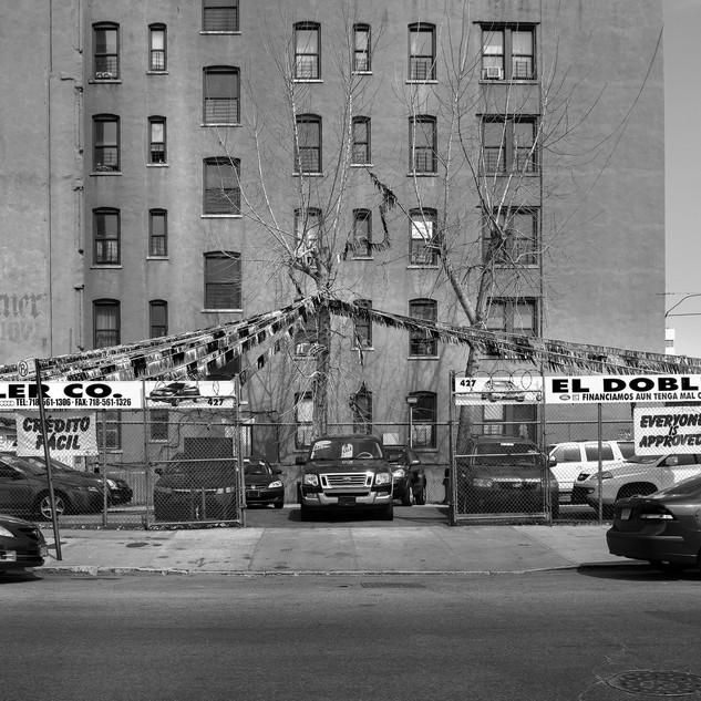 AUTO DEALER BRONX NY  Format  86x56 Edition 3 exemplaires Papier d'art Moab Somerset Rag Museum  300g - 100% coton Signée et numérotée Tarif 720,00 € (+ Frais d'expédition)