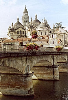 2007_09_18_31_perigueux_blick_auf_st.fro