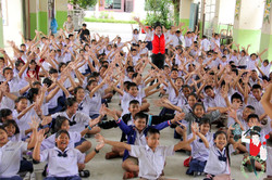 2017.08.21 MBW Show Koom Nong Koo Public School Khon Kaen 1 bis