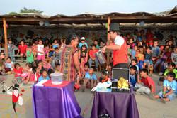 2016.02.25 Show de magia con la ONG SKIP, El Porvenir, Trujillo, Peru 4 bis