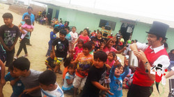 2015.12.19_Show_con_Antark_Constructora_por_los_niños_del_Porvenir_en_Alto_Trujillo,_Peru_8_bis