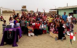 2015.12.19_Show_con_Antark_Constructora_por_los_niños_del_Porvenir_en_Alto_Trujillo,_Peru_9_bis