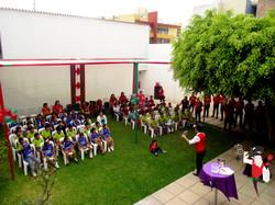 2015.12.08_Show_Voluntariado_ScotiaBank_y_los_niños_de_Alto_Trujillo,_Trujillo,_Peru_1_bis
