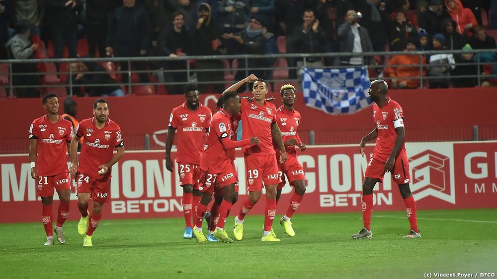 Les joueurs du DFCO célèbre le but de Jhonder Cadiz face au PSG