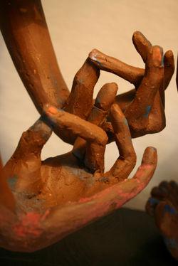la curly, hands - detail