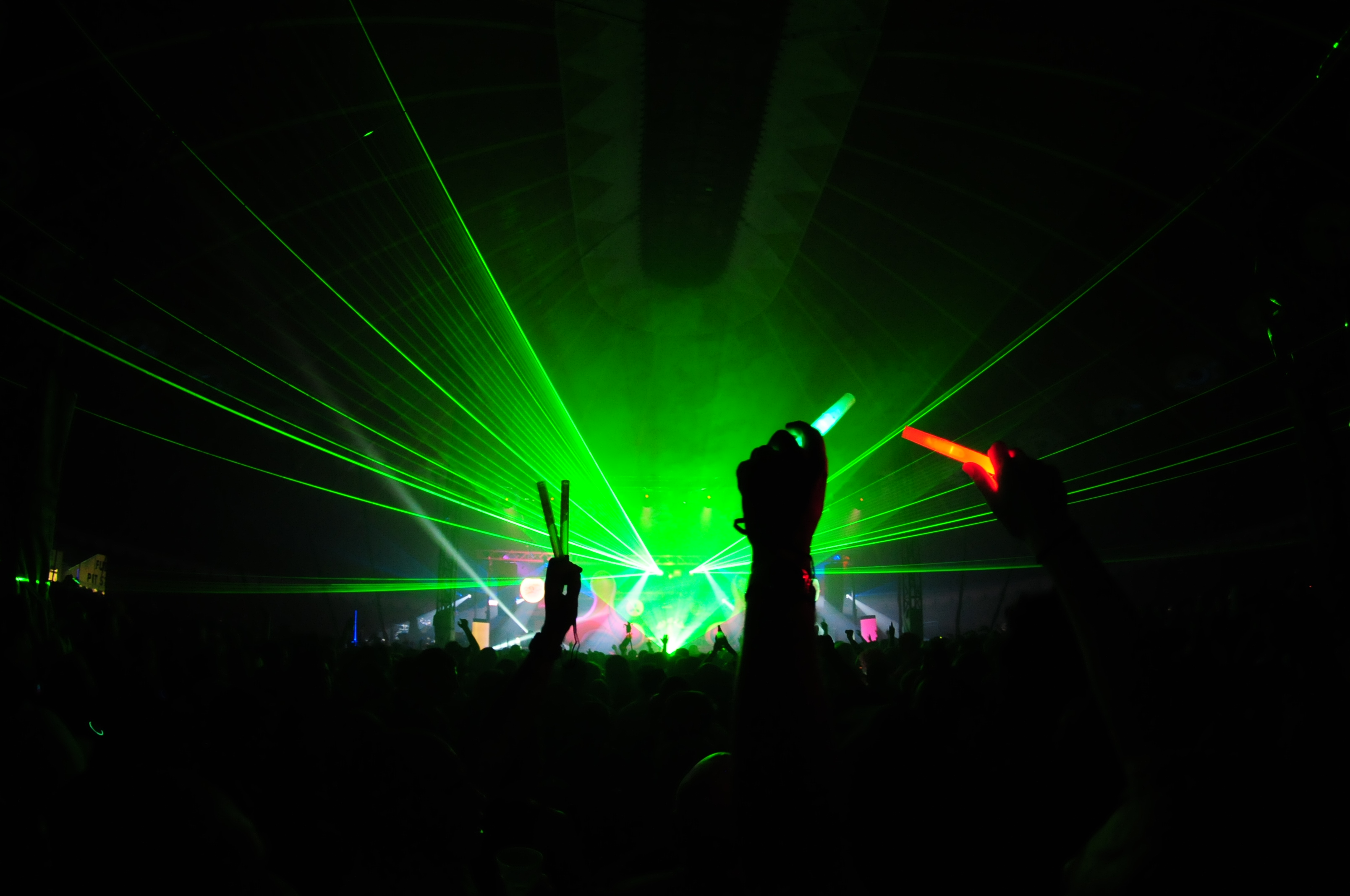 Feeling the music - techno style,
