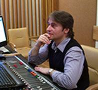 Владимир Чечилов. Аранжировщик группы Sapgir band, Квадро music. Аранжировщик, звукоинженер, клавишник. Профессиональный музыкант. Специализируется на поп-рок-музыке. Работает сэстрадными исполнителями. Проектное сотрудничество состудией звукозаписи CheckRecords. 