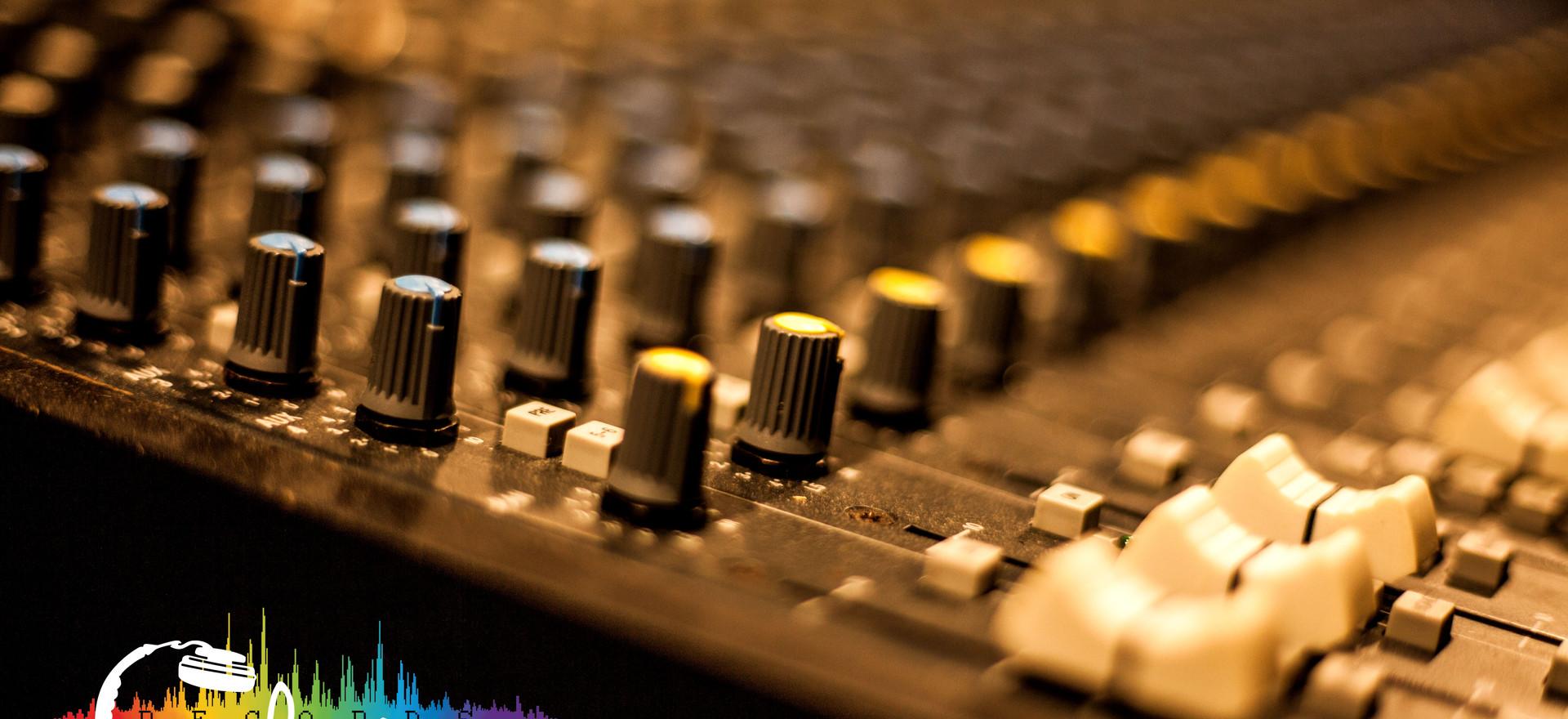 Аппаратная комната студии звукозаписи CheckRecords
