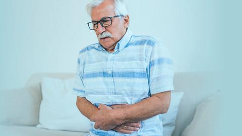 Constipação em idosos: entenda o problema e saiba como amenizá-lo