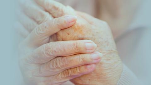 A conscientização da doença de Parkinson ocorre no mês de abril.