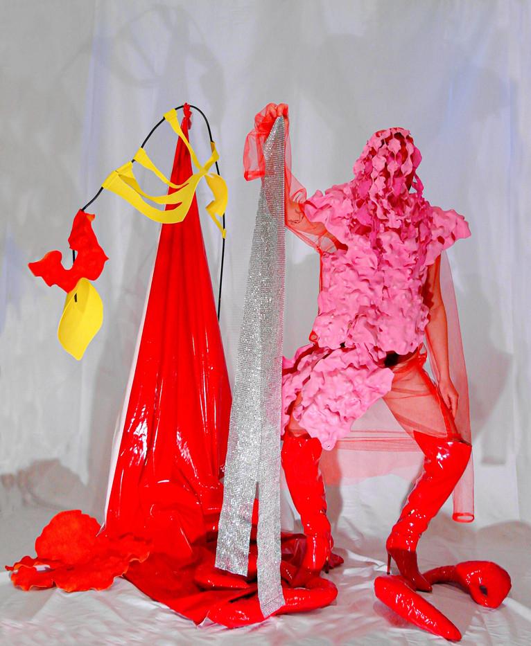 Hybrid sculpture performance
