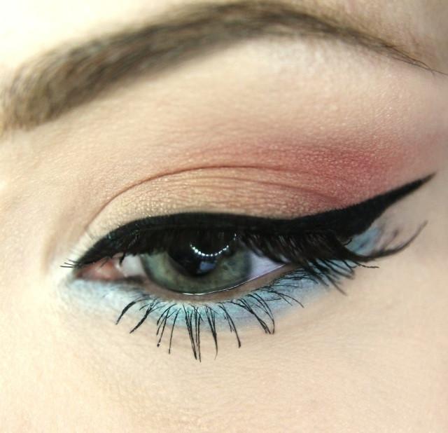 Augen-Make-Up-Ideen-schwarzer-Lidstrich-Lidschatten-dezent-seidige-Textur.jpg