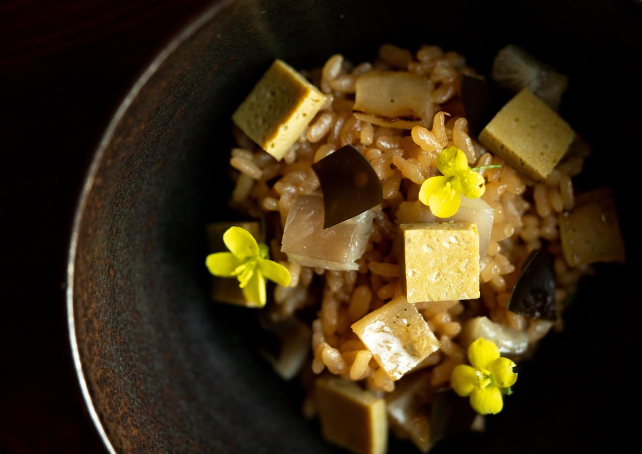 Abalone roasted inside kelp,shiitake rice, sauce of abalone offal and nori