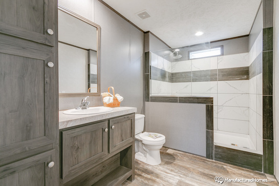 250xs28645m_master_bathroom_545_1