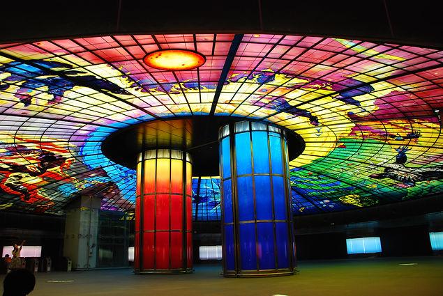 Glassart_in_Formosa_Boulevard_Station-1.JPG