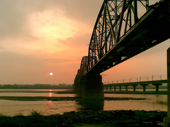 Old_Railway_Bridge_Across_Kao-Ping_River.jpg
