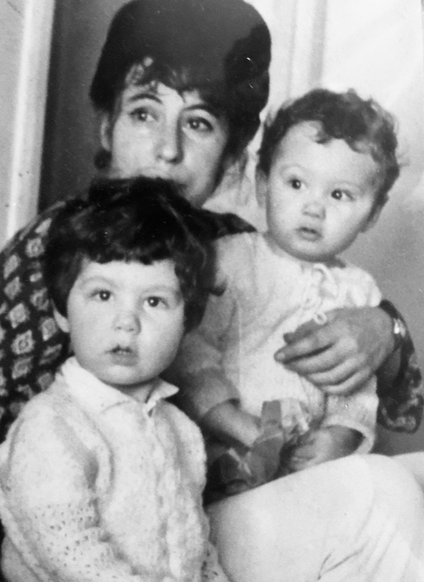 Avec ses enfants Jamal et Faïz