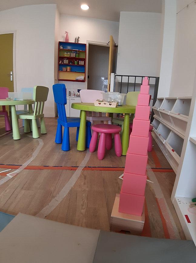 Tour rose Montessori à Eclosia School