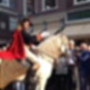 Napoleon te paard tijdens openingsevenement