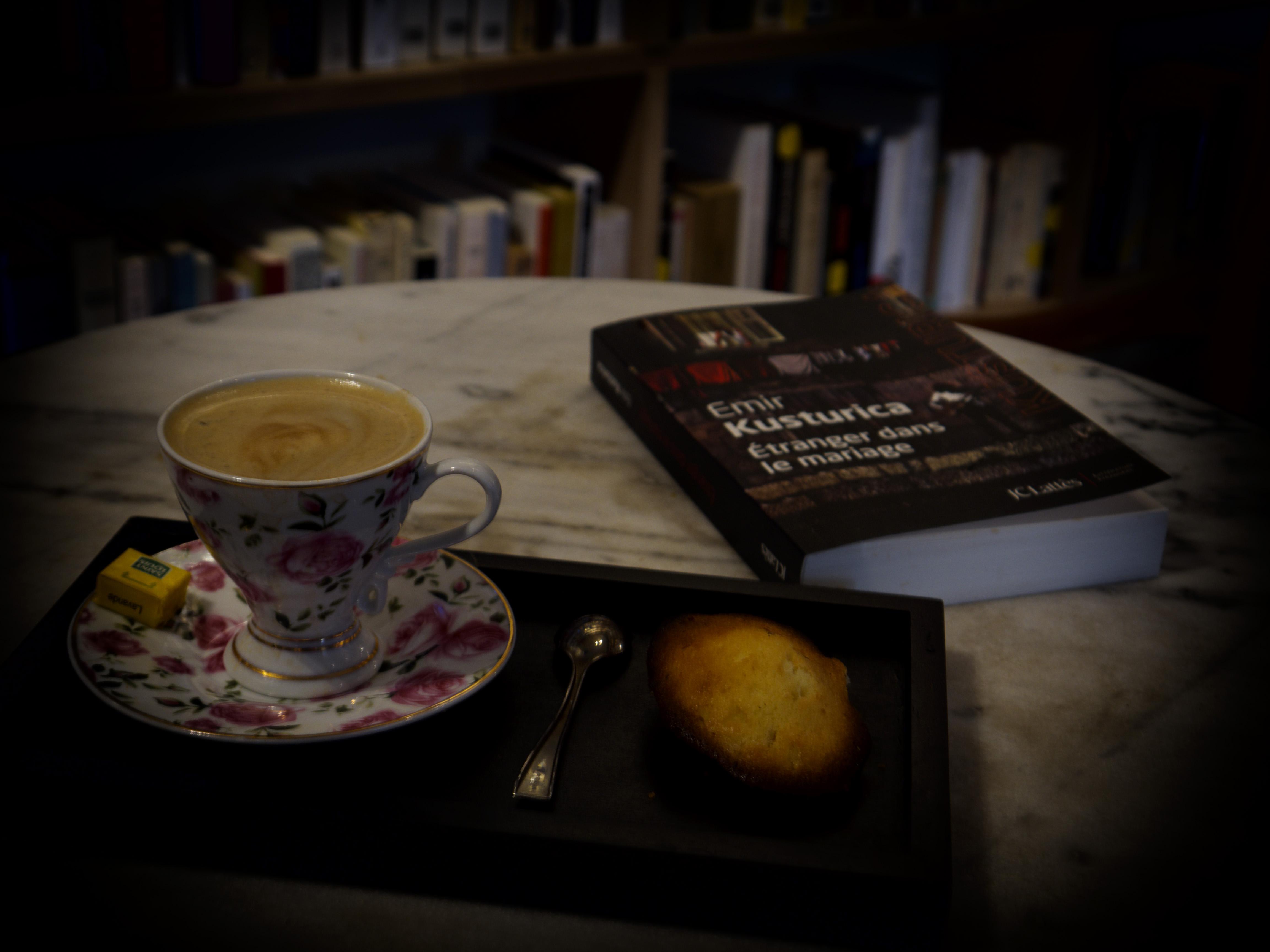 Un café madeleine