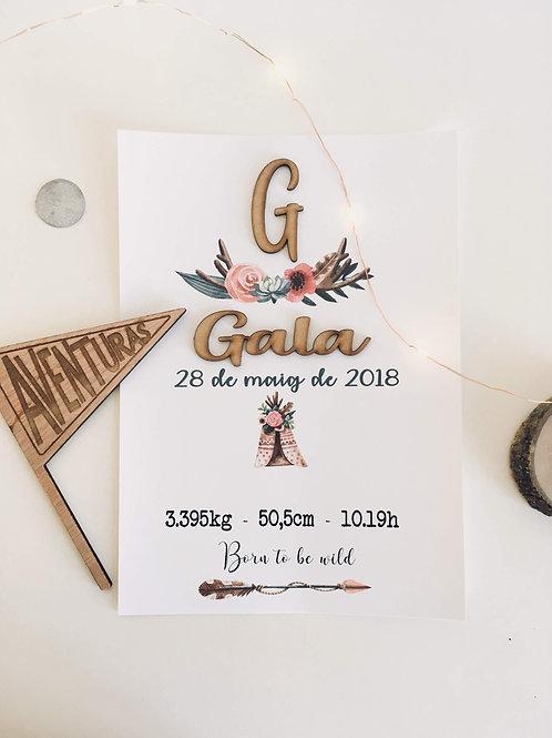 Natalicio en papel con nombre e inicial en  madera