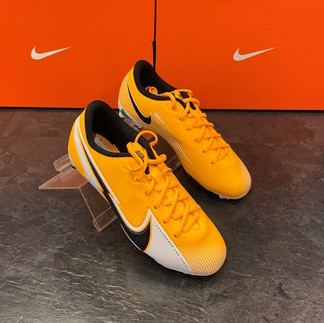 Nike Herren Fussballschuh.jpg