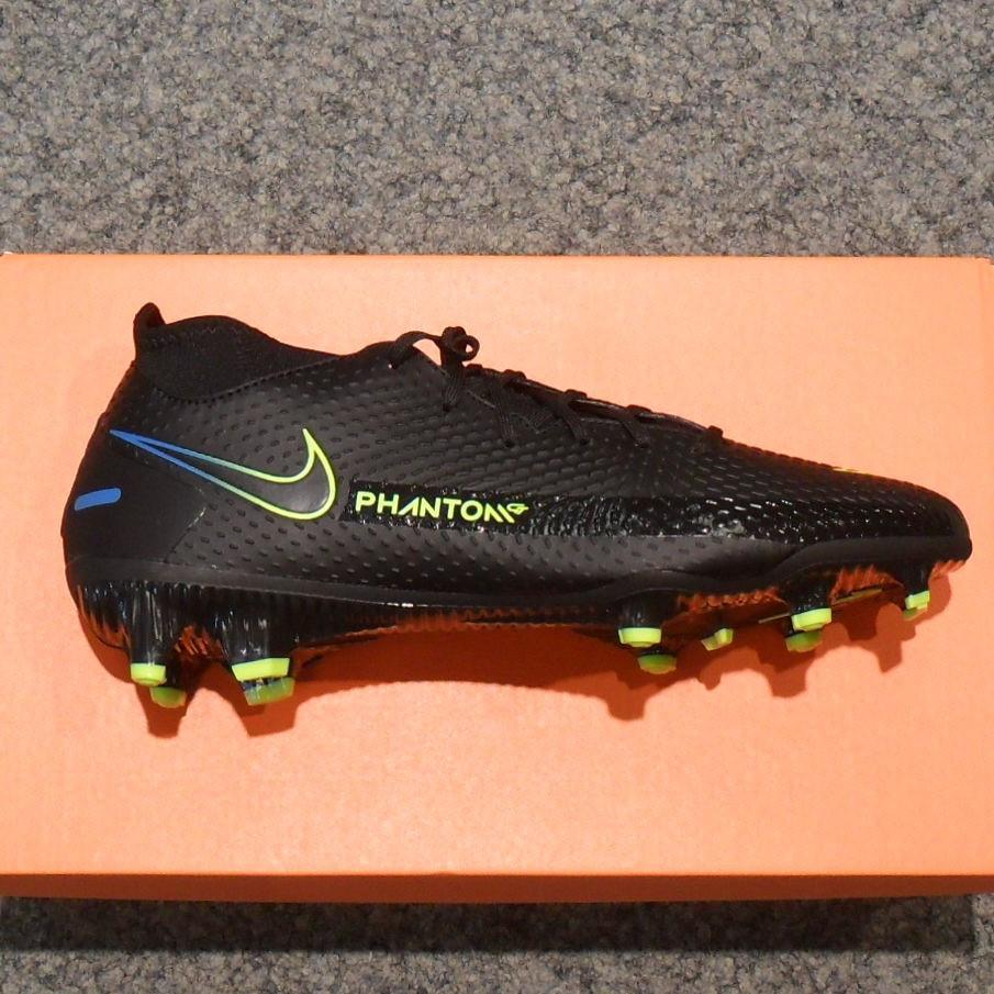 Nike Fußballschuh FG Phantom.jpg