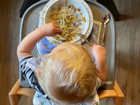 Essen mit Kleinkind