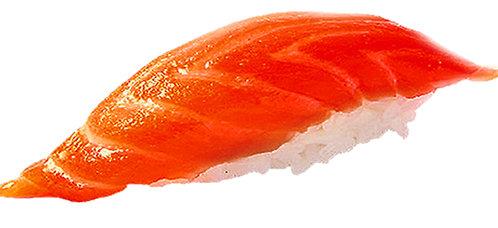 Суши с копченым лососем/35г