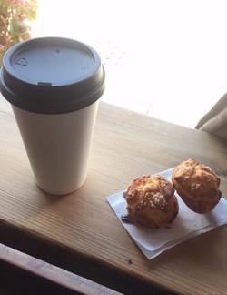 Latte & chouquettes