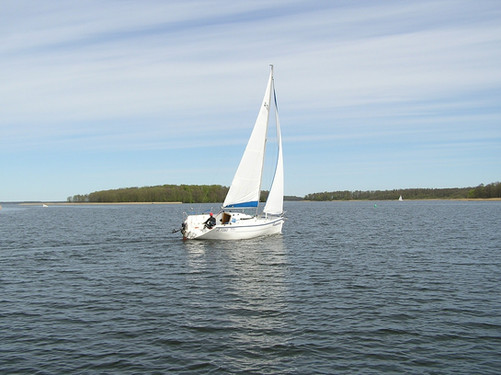sailboat-337074_1920.jpg