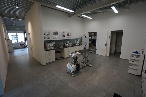 Multifunktionszimmer: Zahnsteinentfernung, Labor, Sterilisation und Anderes