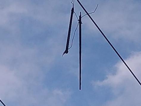 Suspeita de vandalismo na rede elétrica.