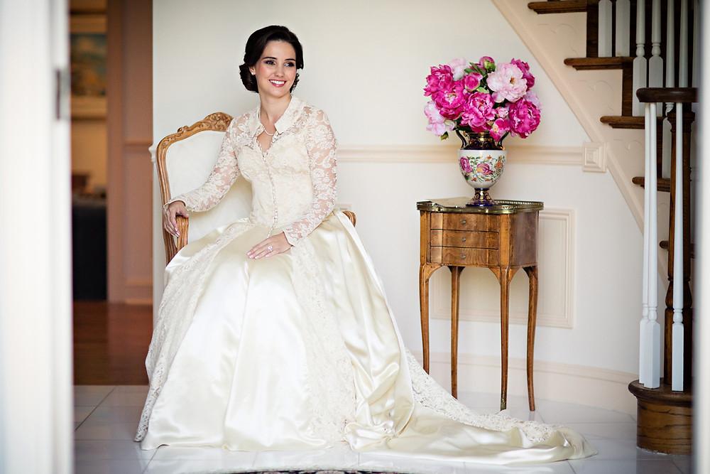 "Wedding dress as wedding tradition's ""something old"""