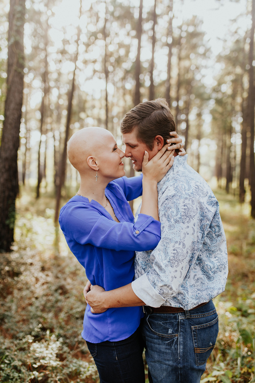 Alopecia bride removes wig for engagement session