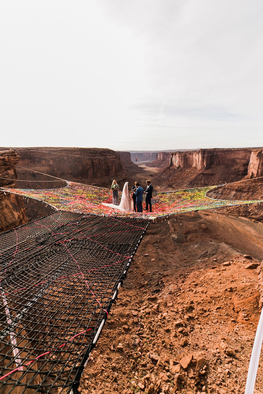 Adventurous couple gets married 400 ft above ground