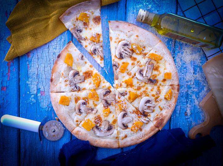 פיצה מוקרמת פטריות בטטה  וכמהין