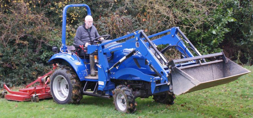 Tracteur broyeur à herbe